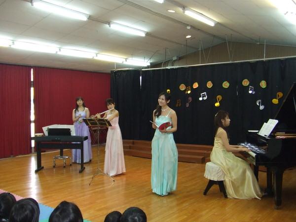 08.12.10 幼稚園クリスマスコンサート