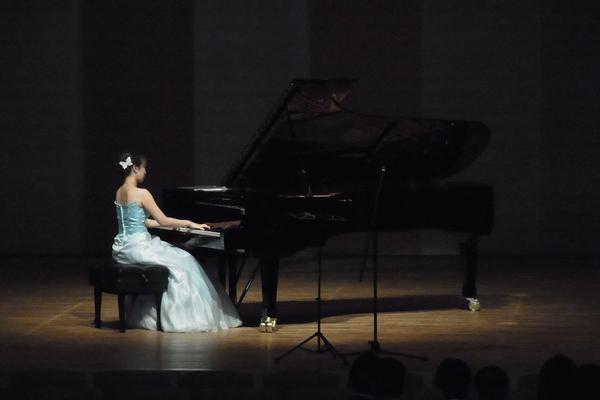 ピアノのソロ♪(松方ホール)