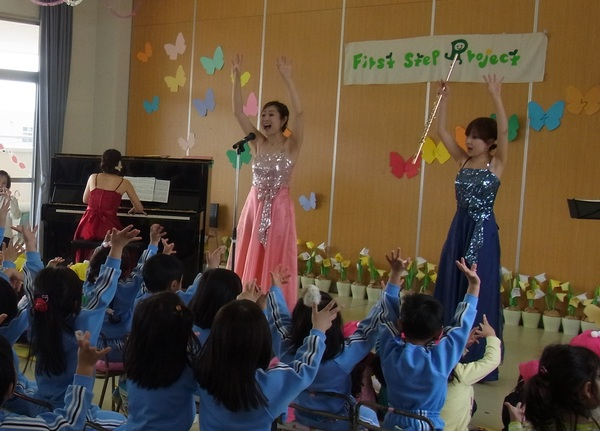 2013年もたくさんの保育園、幼稚園で演奏中!